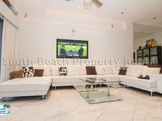 Must See!! Amazing Luxury Penthouse - Water Views, 2 Bed, 2 Bath 15' Ceilings, Miami