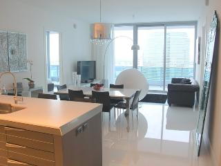 Luxury and Elegant Condo in Downtown / Brickell Miami. 2 BR