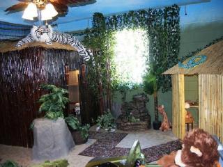Animal Kingdom's Jungle Hut, Kissimmee