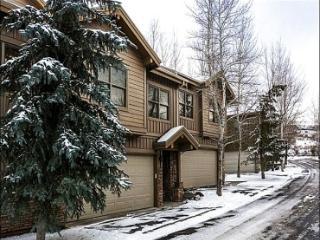Located in a Quiet Complex in Park City - Private Hot Tub (25353)