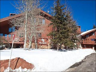 Just a Short Walk to Dining and Shopping - Beautiful Mountain View (25387), Park City
