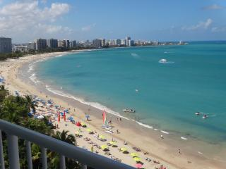 A Beachfront Heaven. Gorgeous View and Décor. Wifi, Isla Verde