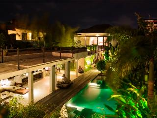 Ultra Modern Luxury 4BR/4Bath, 5min to Seminyak