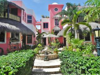 Townhome or garden apartment in a boutique villa, Akumal