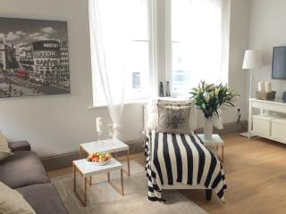LUXUS NEW! Oxford Circus, 2bed/2bath 3 min to tube, London