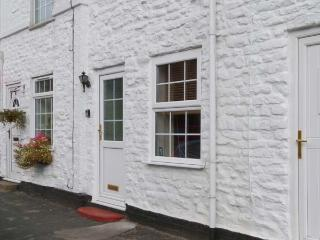 NO. 5, enclosed courtyard, WiFi, pet-friendly, feature beams, electric fire, Driffield