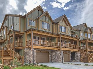 Spacious, upscale luxury home w/ private hot tub & Jacuzzi tub!, Park City