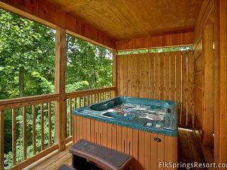 Romantic Getaway Cabin - Best Location - 70' Flat Screen with Bluray, Gatlinburg