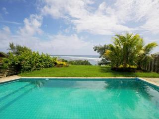Peters Beachouse 250 m' pool directly on the beach, Grand Gaube
