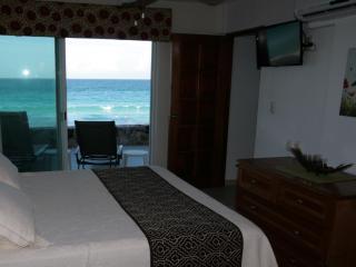 Beautiful 4005 Villa at Cancun Plaza Condo, for Rent!!, Cancún