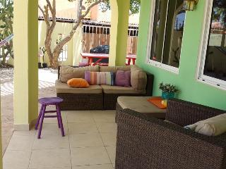 CASA DORA Aruba, colorful  2-bedr apt, close2beach, Noord