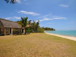 Villa Soleil Levant beachfront, Grand Gaube