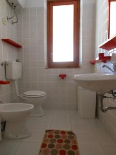 Bagno con doccia - Bathroom with shower