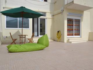 Terraço de 70 m2 com churrasqueira. 70 m2 terrace with barbecue.