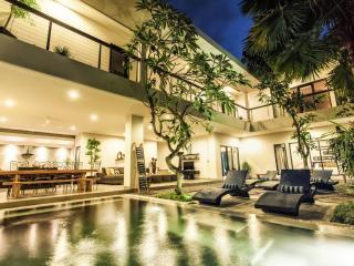 Villa Lamunan 5 Bedroom Villa Legian / Seminyak