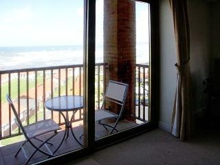 37 OCEAN PARK, romantic, with sea views in Westward Ho!, Ref 912774