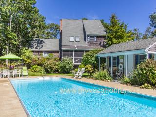 GOLDF - Outstanding Summer Home with Pool, Screened Porch, Beautiful Decor, AC, Wifi, Association Tennis Courts., Oak Bluffs