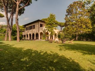 Forte dei Marmi renewed 6 bedroom villa
