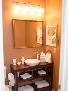 Guest bathroom in en-suite and has tub/shower combo