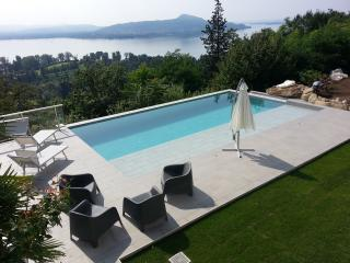 Stunning contemporary Italian Lakes 3 bed apartment with pool (BFY14009)