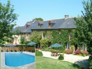 Tarais House Dinan:16th c. Longère with h. Pool 10p/16p, 7 bedrooms+ 6 bathrooms