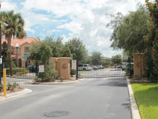 Beautiful 3 bed 3 bath Townhome in gated ommunity!, Kissimmee