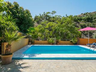 Villa en Nerja con gran terraza y piscina privada