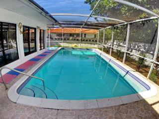 Sunny Isles House/pool/bbq/beach/sleeps 12, Sunny Isles Beach
