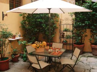 Apartment in Florence Historical Centre, Florencia