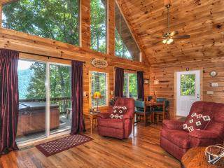 Bright, cozy, close to everything, Kids Ski Free  program 2/2 Log Cabin sleeps 4-6 Fireplace, grill