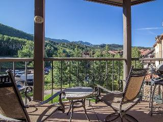 Westermere 410 - 4 Bd Plus Sleeping Loft / 4 Ba - Sleeps 8 - Located in the core of Mountain Village - Easy Ski Access, Telluride