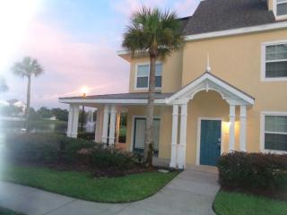 Beautiful Lakeside Condo, Gated Resort, 2 Bedrooms