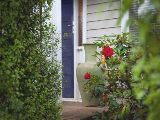 Juliet's Hideaway - beautiful cottage with outdoor jacuzzi, Daylesford