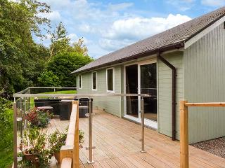 SOLWAY COTTAGE, detached, WiFi, solar underfloor heating, decking with stunning