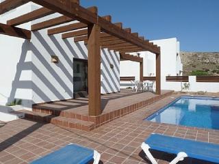Villa con piscina en Agua Amarga