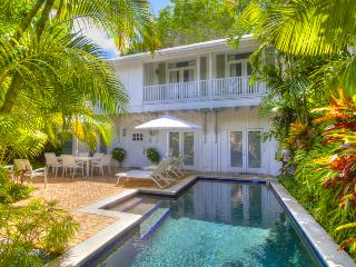 CLOUD 9-Private Pool-1/2 Block from Duval-5 STAR, Key West