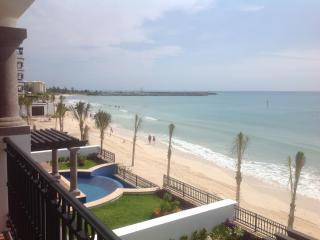 Luxury Resort 3 Bedroom Condo On the Beach, Puerto Morelos