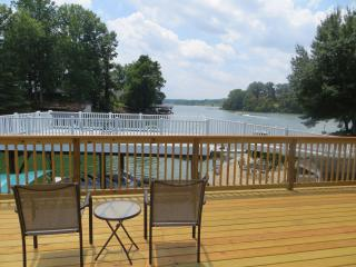 4 BR Claytor Lake on a quiet cove, sleeps 8