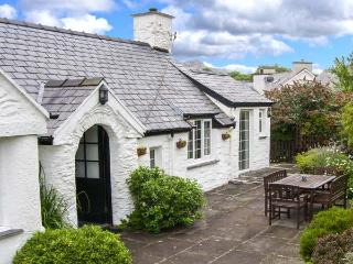TWLL Y CAE detached, all ground floor, open fire, lovely gardens in Pentrefelin Ref 912866