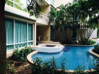 3 bedrooms 2 bathrooms condominium in HuaHin town opposit Grand market and close to HuaHin Night market