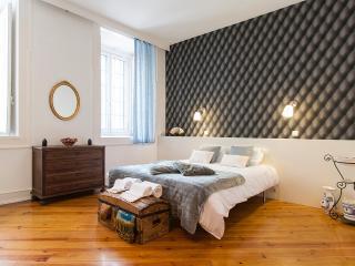 Downtown Vintage Deluxe Apartment | RentExperience