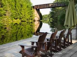 'Dorothy's Lodge' on the Rideau - Vacation Rental Listing Details