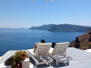Blue Sky Cave House amazing view Oia, Santorin