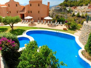 Fabulous Altea Condo with Sea View and Private Jacuzzi, Altea la Vella