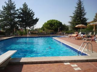 Casa con giardino e piscina