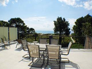 Ocean Club 38 - Oceanfront Townhouse with Large Rooftop Deck, Hilton Head