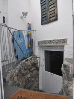 Entrance with beach paraphernalia for your use - wetroom is through the door on the left
