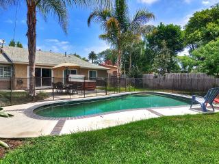 Sun 'N Fun!  Walk to Disneyland!  Pool!  4 Bedroom, Anaheim