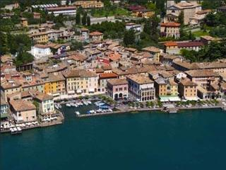 Charming Town House Centomiglia by the lake - 3 bedrooms