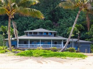 Beautiful 5 Bedroom Beachfront Home, Sleeps 13